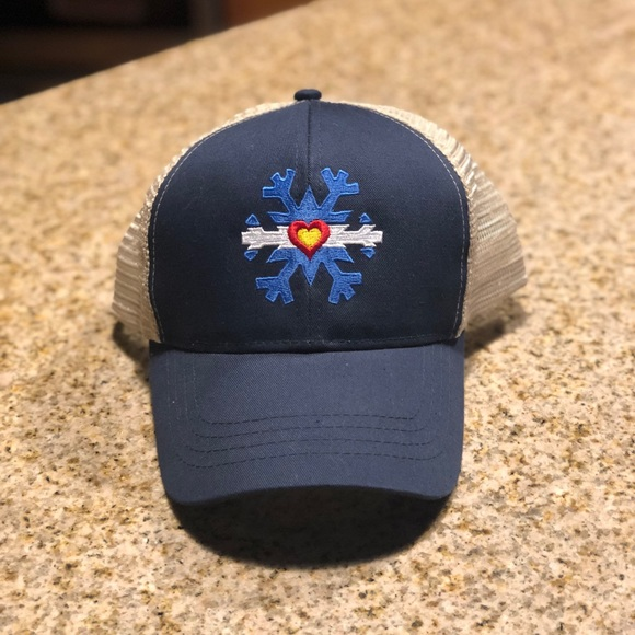 0b1a27c9dad Accessories - Brand new Colorado Flag snowflake hat